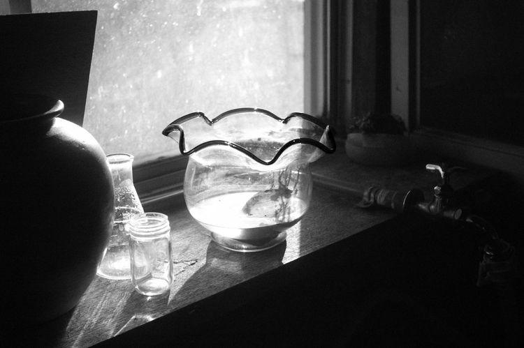 空っぽの金魚鉢 Indoors  No People Table Black & White Monochrome Photography Leica Lens Vintage Lens Serenar 35mm F3.5 LTM EyeEm Best Shots - Black + White Black And White Photography R-d1s Black And White Collection  Fish Bowls Fish Bowl Empty