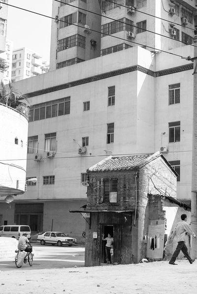China 2003 Black And White China Gentrification Resistance  Urbanization