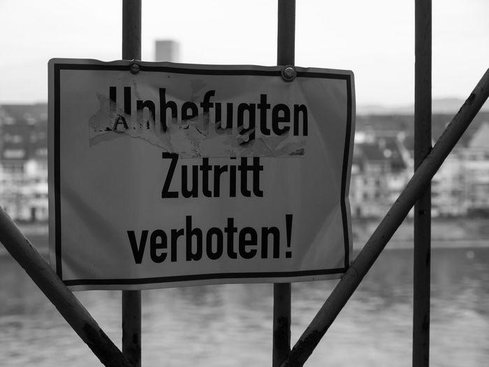 Zutritt verboten! No entry! Communication Fence Information Interdiction No Entry Prohibition Selective Focus Sign Unauthorized Unbefugt Warning Sign Zutritt