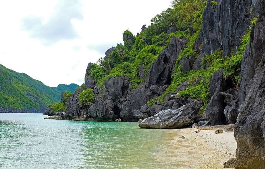 A very secluded island in El Nido, Palawan, Philippines where we had a private lunch by the beach. Edge Of The World Elnido Palawan More Fun In The Philippines  Taking Photos Relaxing Enjoying Life Hanging Out Life Is A Beach Nature