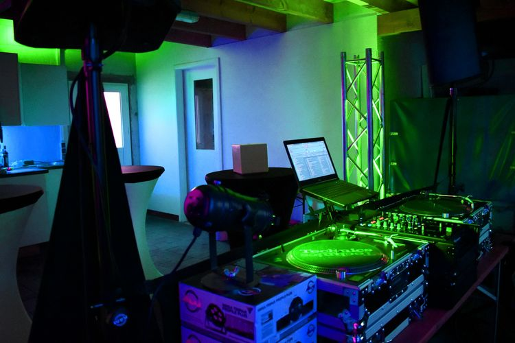 Lichterkette Weiss Interior Light And Shadow Lights Lighting Equipment Colorful Event Dj Set Interior darkness and light Lichter Love ♥ Love Relaxing Mood Nikon Dark Tamron Musik Kopfhörer Music Party Time Party Dj