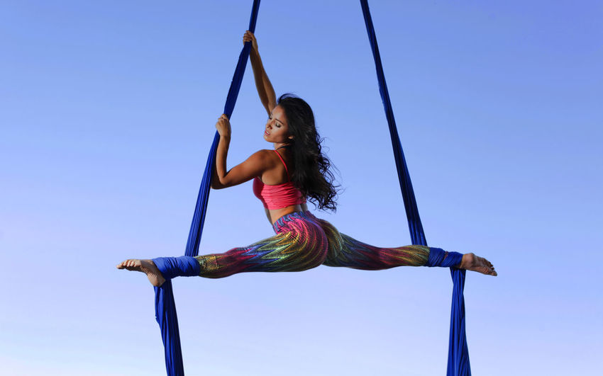 Santiago del Estero, 6/12/14 Acrobacias en tela. Foto: José Gómez One Person Sky Casual Clothing Lifestyles Leisure Activity Women Real People Young Women Young Adult Playground Full Length Nature Blue Clear Sky Swing Balance Day Rope Enjoyment Hairstyle Beautiful Woman