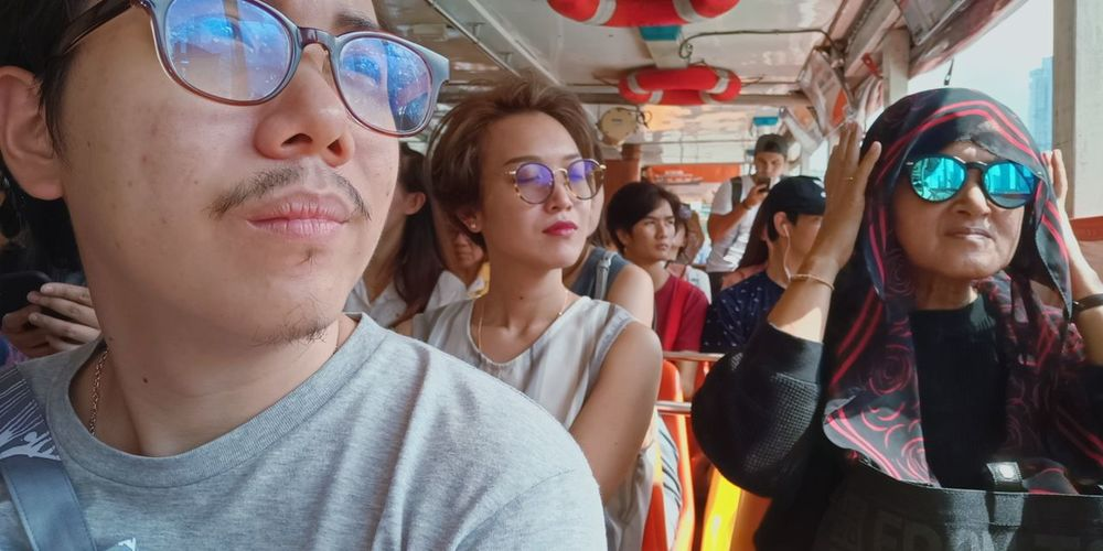 My family with a passenger boat on the Chao Phraya River.One person one focus. My Sister ❤ My Boyfriend ❤ Mymom On Boat Thinking It's About The Journey Friendship Party - Social Event Togetherness Young Women Women Nightlife Nightclub Smiling Eyeglasses  Portrait