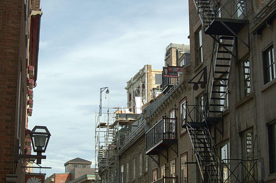 Vision terrestre 😂😂😦 Pentax K50 Place Royale Québec Architecture No People Built Structure Streetphotography K50 Villequebec