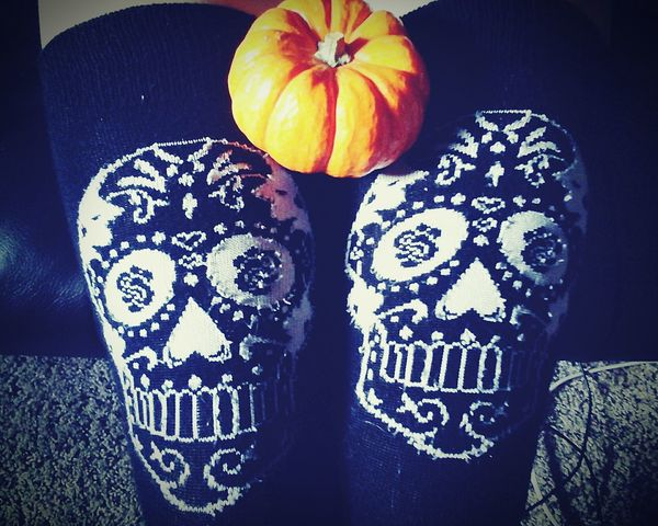 TakeoverContrast october and fall are here, and nothing is better than taking phitos of all the cozy and fun moments of the season. Fall Falltime Fall Favorites Still Life Skulls Skull Skull Socks Pumpkin Tiny Pumpkin Orange Pumpkin Orange Pumpkins Bright Orange Orange Orange And Black
