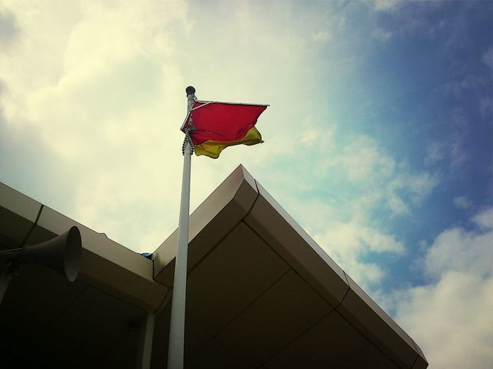 should it call starting flag of HK surfers?