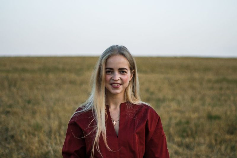 21 марта. Иногда кажется что дороги назад нет. Field Portrait Looking At Camera Land Landscape Front View Smiling Leisure Activity Real People One Person Rural Scene Standing Environment Agriculture Nature Outdoors Sky Women Lifestyles Farm