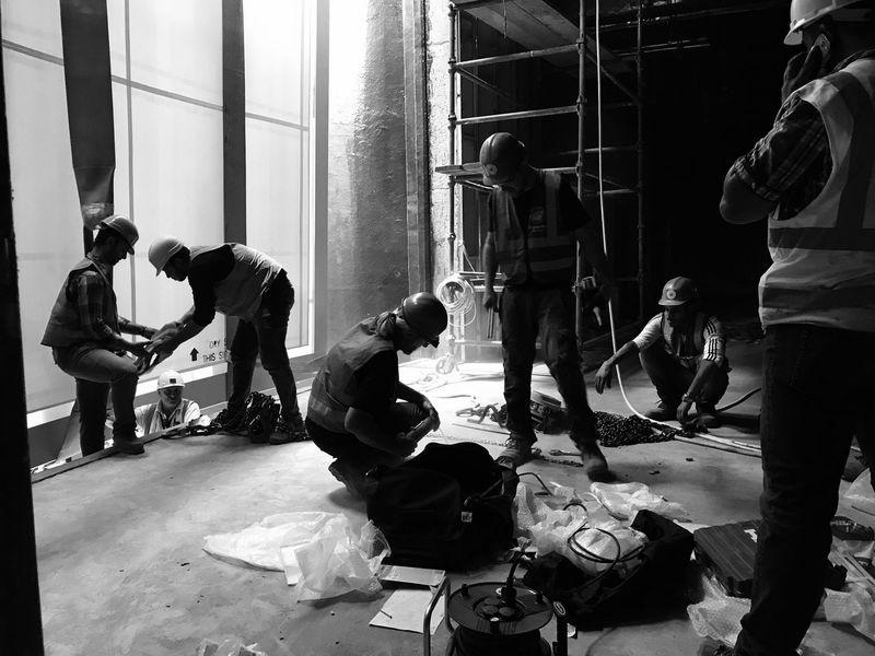 Real People Men Working Teamwork Manual Worker Everydaypeople Hard Labor Hardhat