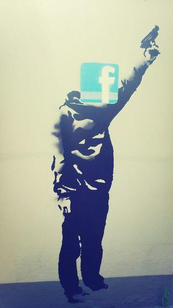 Facebook Pistole