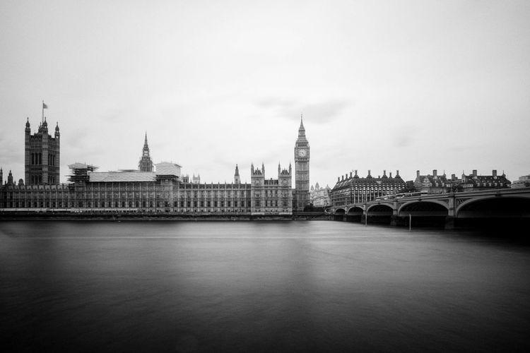 Westminster bridge over thames river by big ben