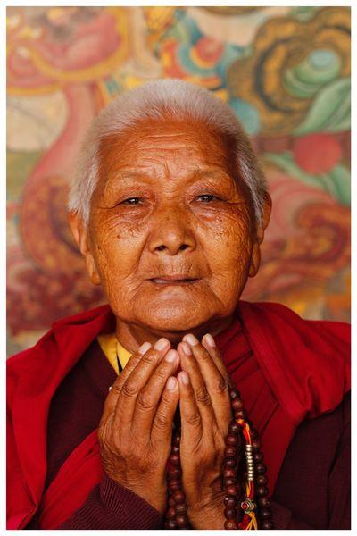 Religieuse Népal Priere Vieillesse Devotion Religieuse None Ethnique Minorité Nepal Visage Femme Kathmandou First Eyeem Photo