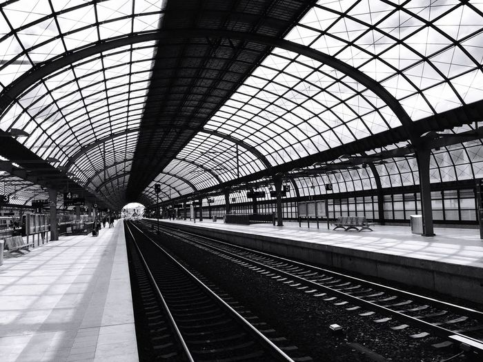 Spandauisokay Traveling Tranquil Scene Trainstation Shadows & Light Taking Photos Blackandwhite Photography