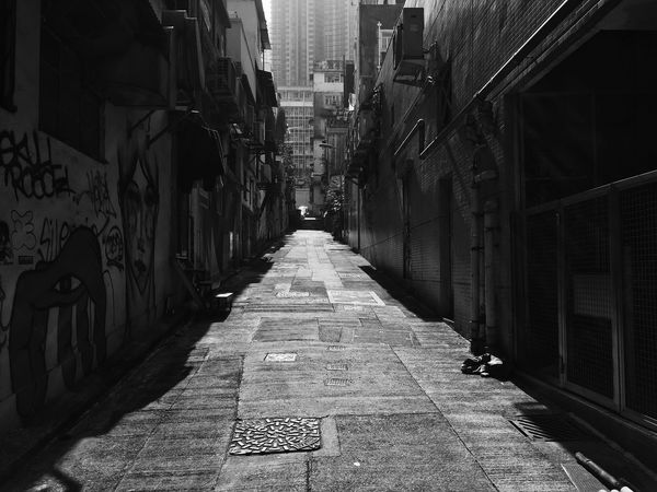 Lane EyeEm Best Shots Looking To The Other Side Blackandwhite Photography Blackandwhite Monochrome Black And White Light And Shadow Anythingbutbeautiful Streetphotography_bw Shadow