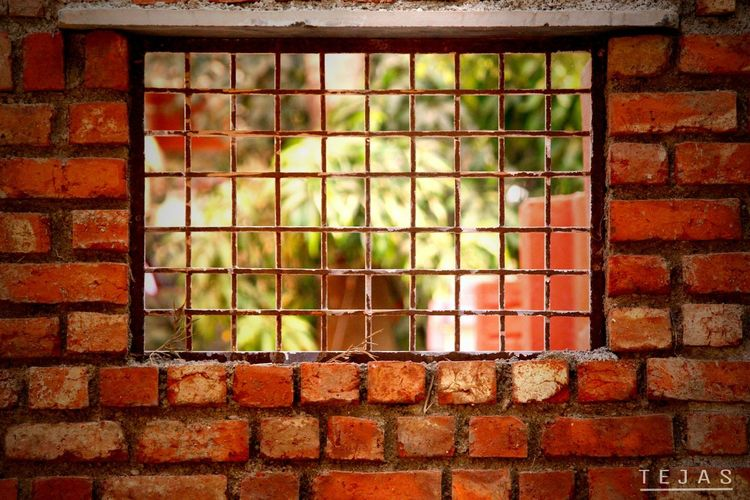 """This is a simple brick wall with extreme """"Beauty"""" Window Brick Wall Grid Geometric Shape Day Canon Canon700d Canonphoto"""
