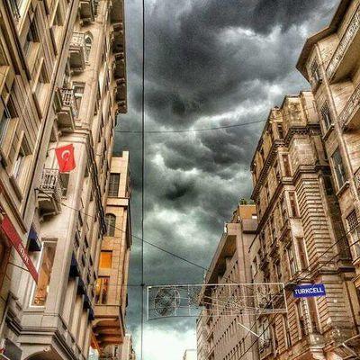 Türkbayragi Turkcell Istiklal Istiklalcaddesi taksim beyoglu istanbul skyporn sky cloud storm rain city architech mimari nature manzara