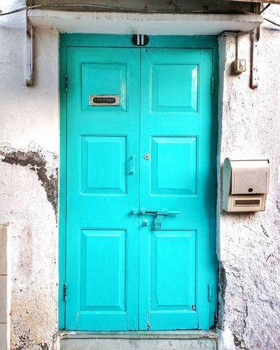 Behind closed doors . . . . . . . _soi Soiwalks Streetsofindia _hoi Mysimpleclick Highwaysofindia Highway Trelltalemumbai _soimumbai Somumbai Mymumbai Mumbai Ontheroad Candid StillLife HDR Indiashutterbugs Street Bandra Art Paint Artist Mumbaibizarre Mumbaihappening Mumbai_uncensored door color home