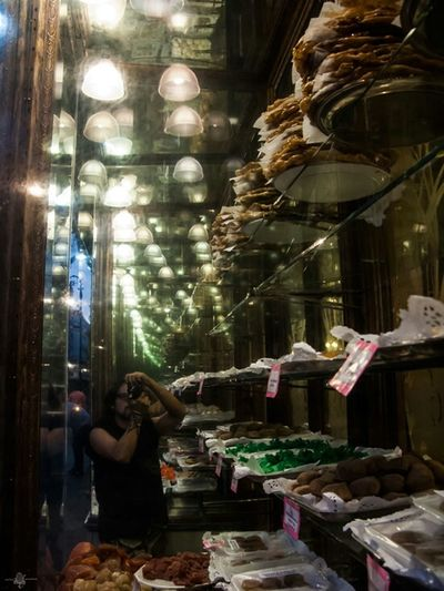 Aquí venden dulces bonitos. Streetphotography Selfportrait That's Me Old Buildings Taking Photos NEM Street Old Shop Vanishing Point
