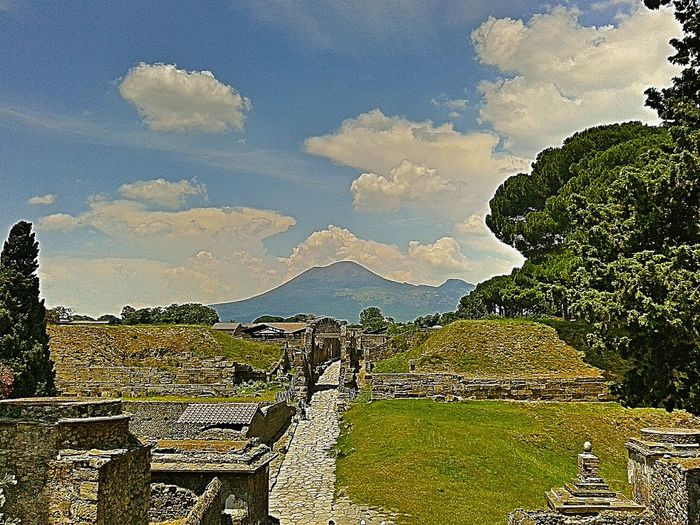 Walking Around The City  Ancient Pompeii Pompeii  History Historical Building Historical Monuments Vesuvius  Roman Ruins No People Sky Outdoors Nature Day 1th Century