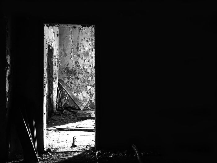.. escape from dark Black & White Dark Room EyeEmNewHere Light In The Dark Abandoned Abandoned Building Architecture Built Structure Dark Door Entrance Escape Indoors  Light In