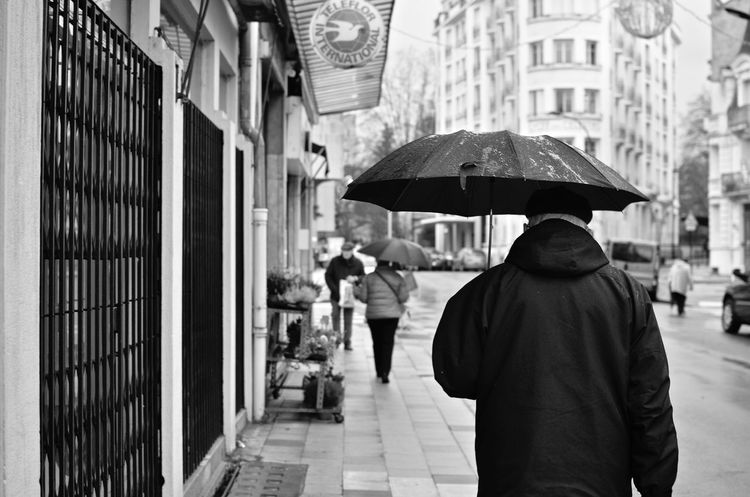 🌂 Streetphotography France Blackandwhite Vichy