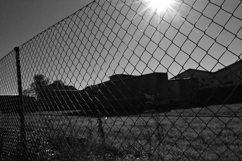 Looks Like... Prison Silhouette Sun Eye4black&white  Black And White Zaun Gitter Walking Around A Day In The Life