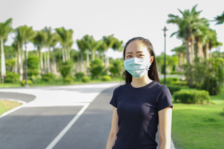 Sport woman in medical protective mask. workout and protective mask from covid19