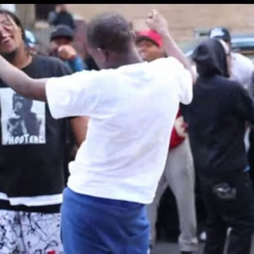 I know I'm not the only one that ??????????? it when Chrisbrown dances to Hotboy by BobbyShmurda ???? Mancrusheveryday