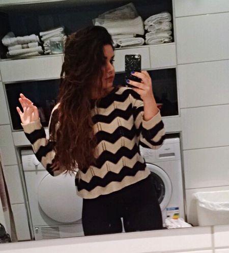 heyy partyppl, if u know how to write/speak spanish then kik me😁😁😁 Kik Kikme Spanish People Only Hehe Mirror Girl Downtoearth Okay Winter December Thursday Selfie ✌