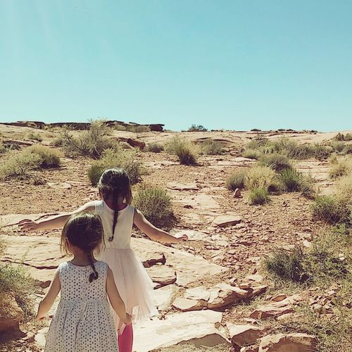 The Great Outdoors With Adobe I Got Your Back Children In Nature Child Meets Desert Sisters♡ Adventure Buddies Excited About Nature Photo Jurnalist Eyem 2016 The Great Outdoors - 2016 EyeEm Awards