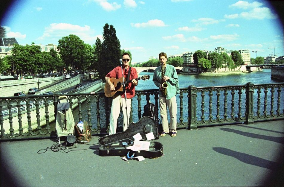 Lomography Paris Street Music Traveling Canon EOS 50E - Kodak Ektachrome 64T X-Pro