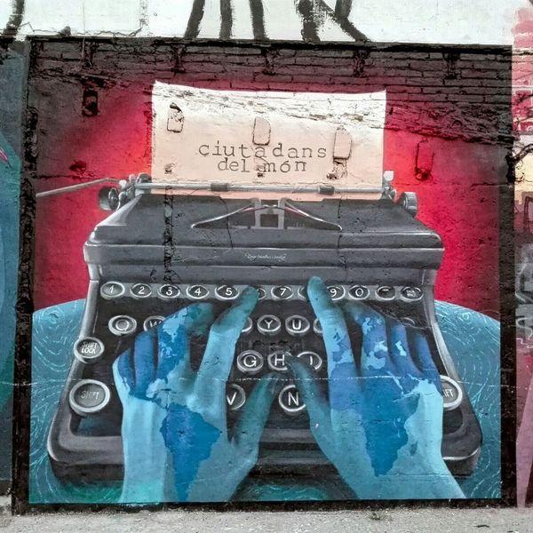 Typewriter Graffitti Streetart in Vallcarca Barcelona
