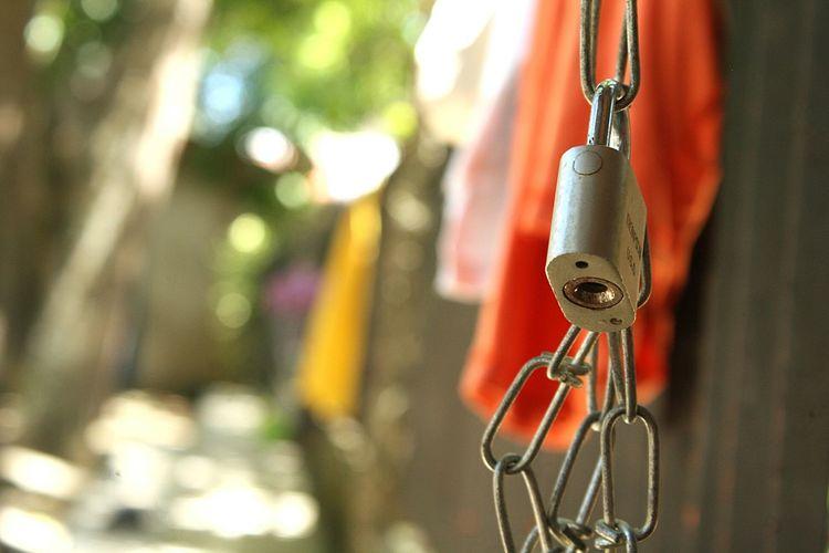 Hanging Close-up Chain Locked Link Chainlink Iron Lock Padlock Latch Metal