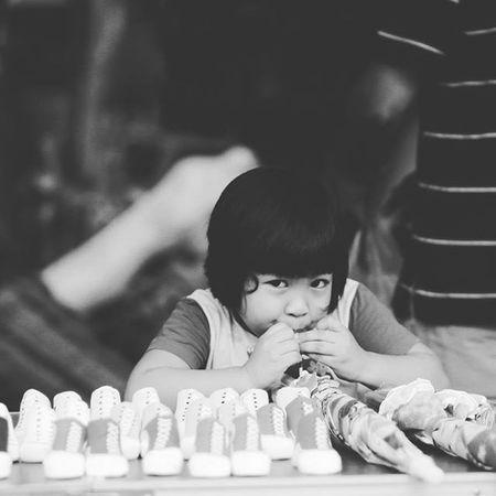 Kids at Gaya Street Gaya Street - Kota Kinabalu , Sabah Gayastreet Kotakinabalu Sabah Negeribawahbayu Tourism Malaysia Reflexsology Market Pasar Vscomalaysia Vscography VSCO
