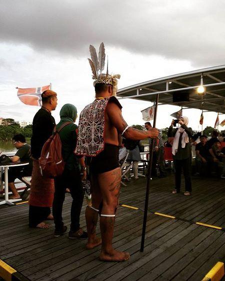 Sesi bergambar Thisisreef Mylifemypassionmynameisreef Cruise Sarawak Kuching Cuticutimalaysia Malaysia Akublogger Bloggerblasts Blogger