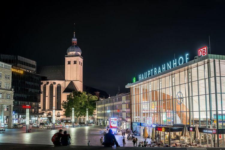 Kölner Hauptbahnhof bei Nacht Hauptbahnhof Cologne Köln Platz Vorplatz Nacht Nachtfotografie Nachtaufnahme Long Exposure Longtimeexposure HDR Hdr_Collection Summer Summer Night Sommer