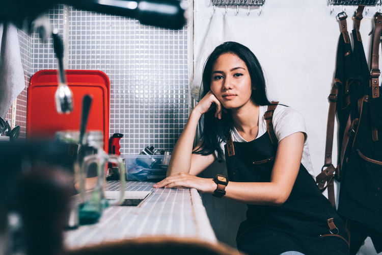 Barista Real People Hair Cofee Women Sitting Portrait Barista Beautiful Woman Indoors  Long Hair Black Hair Hairstyle Portraiture Coffee Cup Adult Baristalife Lifestyles Young Adult One Person Baristadiary Young Women Casual Clothing Coffee - Drink EyeEm Best Shots EyeEm Selects