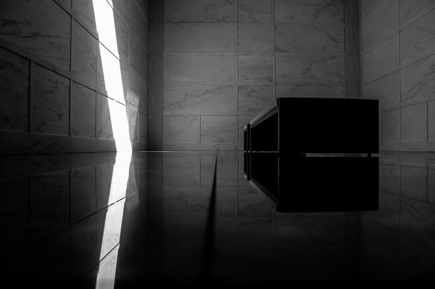 Lakewood Noir Et Blanc Reflection Skylight Architecture Blackandwhite Indoors  Mausoleum Noir