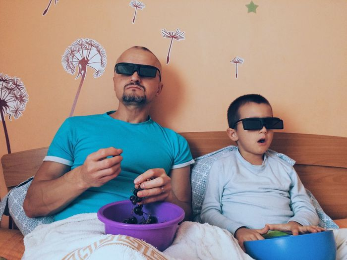 3D movie watching Sofa Sitting Togetherness Watching Tv Domestic Life Father Mature Men Mid Adult Mid Adult Men Leisure Activity Living Room Remote Control Mature Adult Indoors  Casual Clothing Home Interior Eyeglasses  Family With One Child Front View Family Technology 3D Glasses