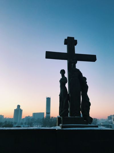 ⛪️ Sky Sculpture Architecture Statue Representation Art And Craft Religion Nature Built Structure Belief Male Likeness Cross Memorial No People Sunset Clear Sky Human Representation Building Outdoors