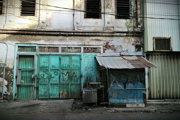 Rustic Scene Architecture Built Structure Building Exterior Door Outdoors No People Abandoned Indonesia Street Photography Streetphotography The Street Photographer - 2017 EyeEm Awards Indonesian Street Photography