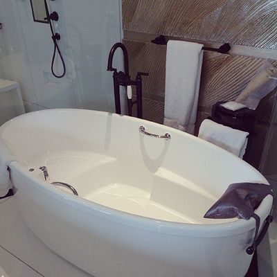 Taking a tour of the hotel room..awesome bathtub!