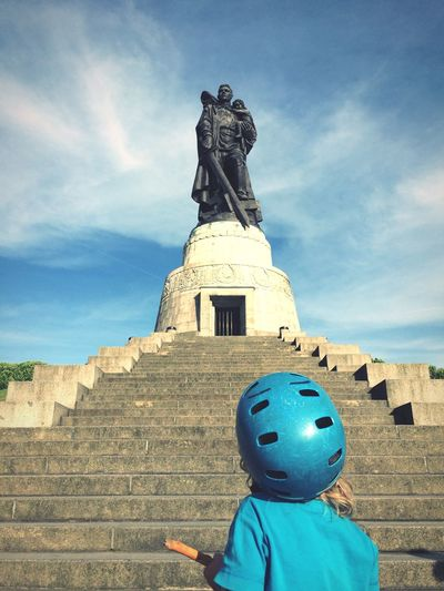 Soviet Monument with kid, Sky Day Real People Outdoors One Person Statue Lifestyles Childhood Blue Boys Ostberlin DDR Travel Berliner Ansichten Berlin Low Angle View Ehrenmal Soviet Architecture Monument Treptower Park History Standing Helmet Casco The Week On EyeEm EyeEmNewHere