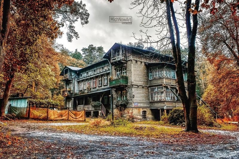 Autumn Tree Architecture Built Structure Change Building Exterior No People Outdoors Nature Day Sky HDR Landscape