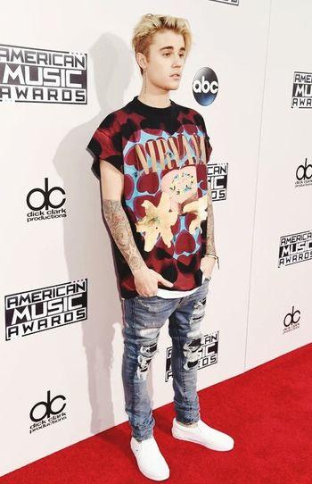 Amas 2015 Justin Bieber Red Carpet Idolo