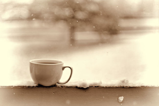 Its snowing!! Time to put on a fire😆😁 Coffee Cup Cup Drink Close-up Winter Snow Cozy Cozytime Snowflakes Cold EndofAutumn Mug Miss.interpretations