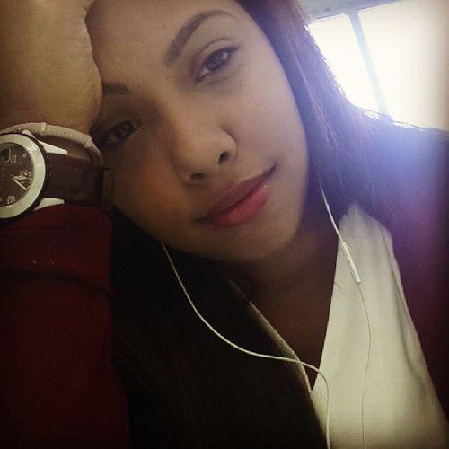 Con mi mejor cara de sueño en clases :(