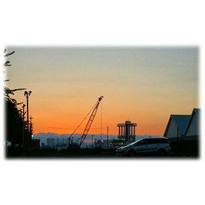 🌇 お月様の真向かいは夕焼け🎶😊 Directly opposite the moon sunset🎶😊 ※ ※ 名古屋港 Port_of_Nagoya 夕焼け 夕暮れ 夕陽 自然 安らぎ 爽やか 眩しい 空 綺麗 風景duskorangevista landscapenatureevning settingsunsunsetJapan aichinagoyasky igworldclub bestnatureshot insta_crew 🌇 sunset_japan_nagoya_mitu