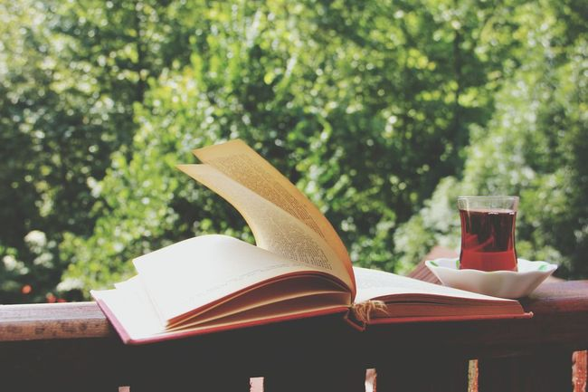 Seninle vakit gecirmek.. Book Library Day Photo Eyaem Eya4photography Eyaemsanat Tea çay Gezinti Saat Zaman Love To Take Photos ❤ Love