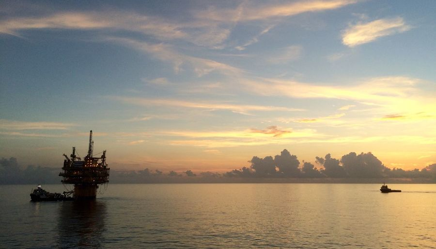 Gulf of Mexico Offshore Oilrig Platform Ship Ships Sunrise Gulfofmexico Sea Sea And Sky Beauty Redefined Calm