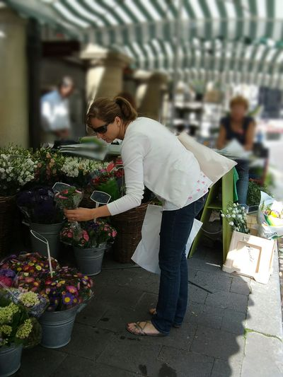 Full Length Adults Only Small Business Real People People Adult Only Women Day Tradition Market Place Flower Shop Flowers The City Light Women Around The World The Secret Spaces TCPM The Street Photographer - 2017 EyeEm Awards